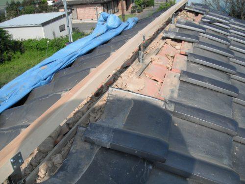 棟を撤去し、束を建て高さを出します。